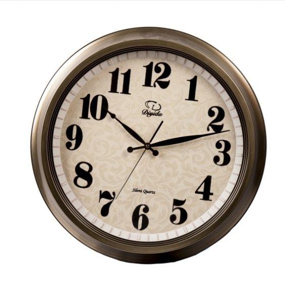 שעון קיר עם רקע מעוטר